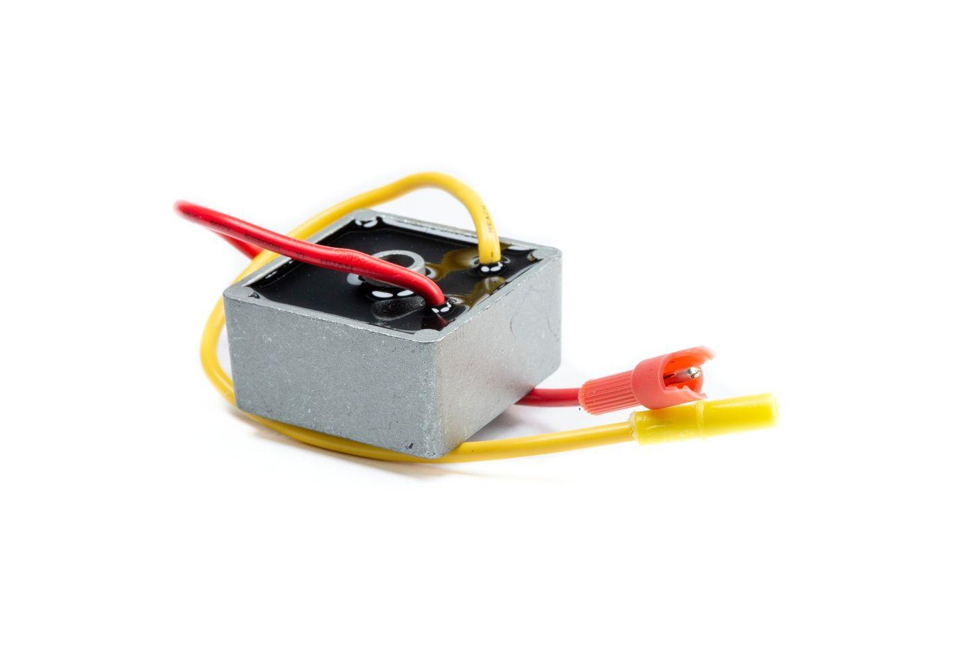 Regulátor napětí Briggs & Stratton 5-9 AMP - 491546
