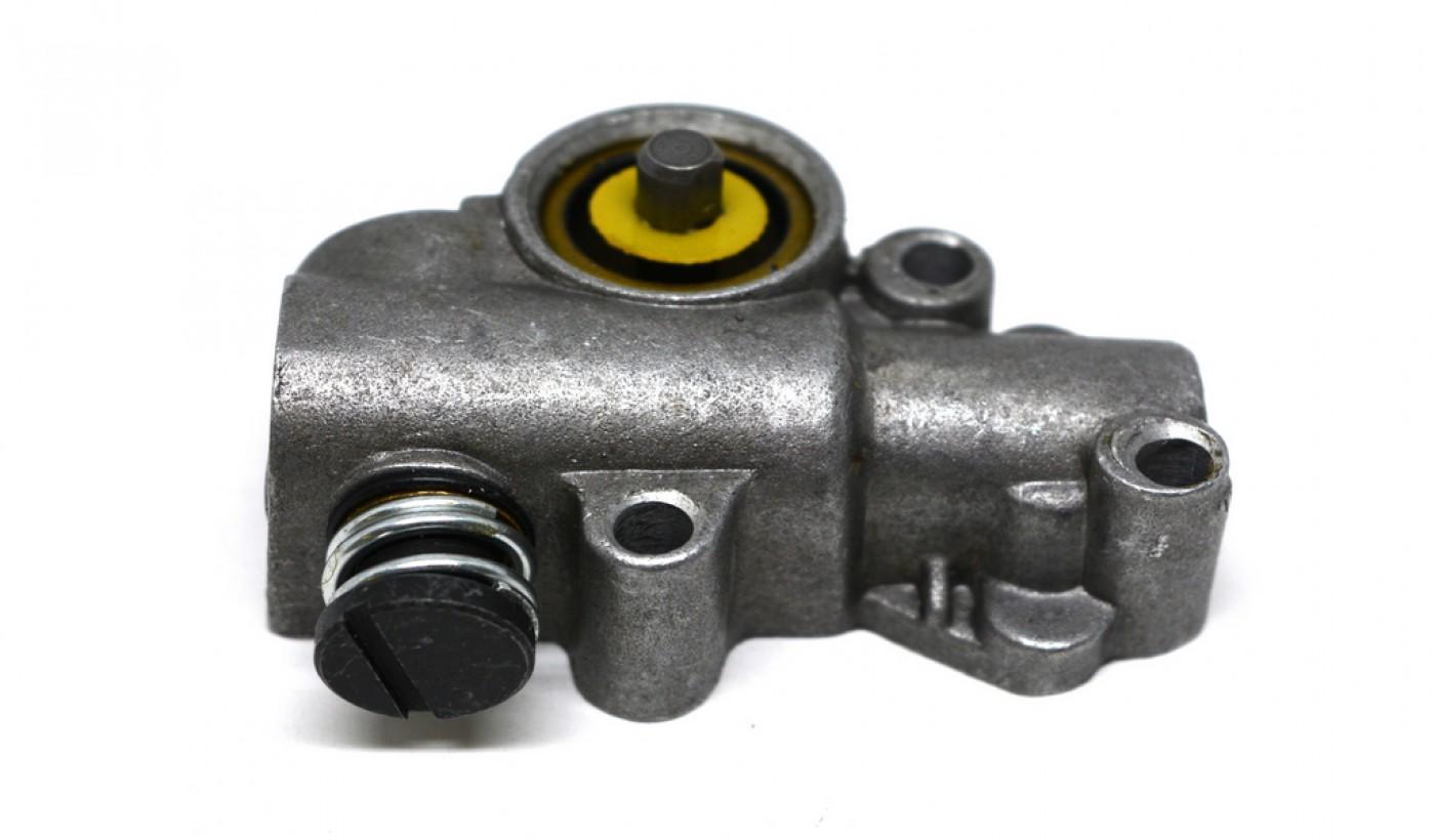 Olejové čerpadlo Stihl MS380 038